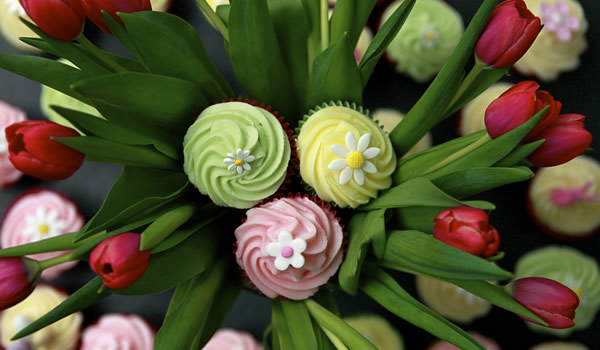 Happy Cakes Tulips Independent Oxford
